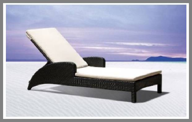 Poolside Chaise Lounge Chairs
