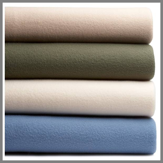 Polyester fleece throw blanket