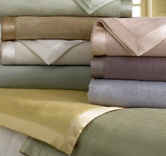 Silk edge fleece blanket